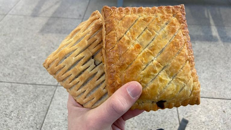 Food Review: Vegan Steak Bake (Greggs)